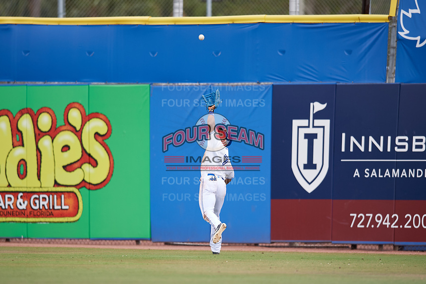 Dunedin Blue Jays right fielder Joshua Palacios (7) tracks down a fly ball during a game against the Clearwater Threshers on April 8, 2018 at Dunedin Stadium in Dunedin, Florida.  Dunedin defeated Clearwater 4-3.  (Mike Janes/Four Seam Images)