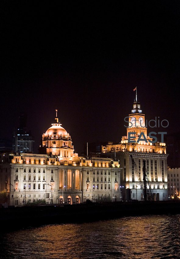 The original HSBC Bank headquarters (left) and the Customs house (right) stand on the famous 'Bund' waterfront in Shanghai, on October 26, 2009. 'The Bund' is the Art Deco waterfront promenade considered as the symbol of Shanghai. Photo by Lucas Schifres/Pictobank