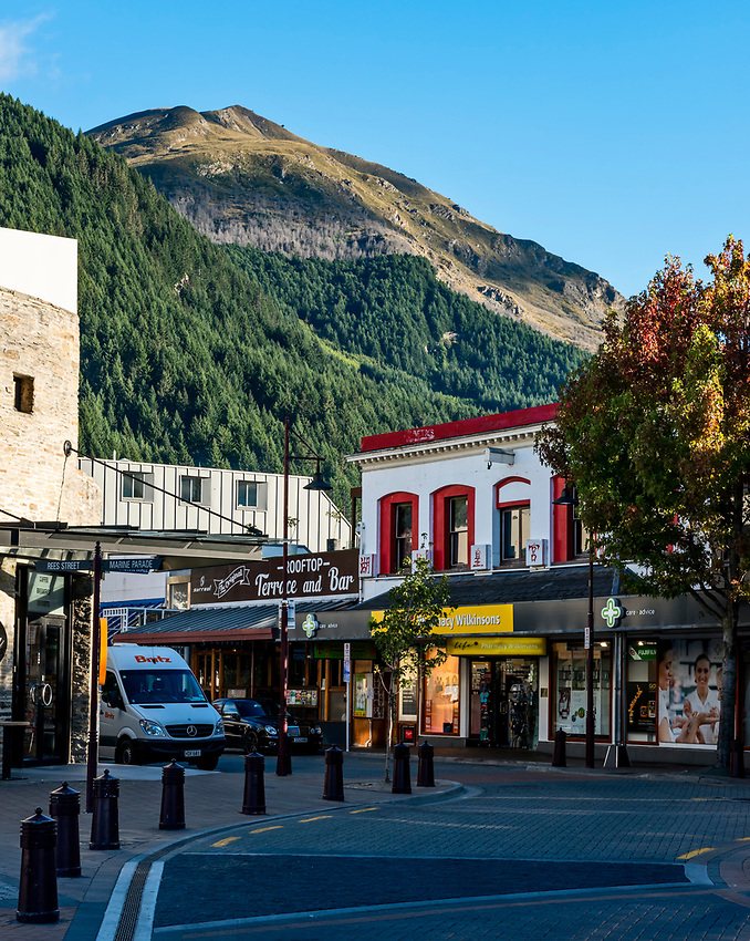 View from central Queenstown in early morning