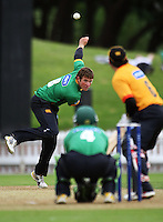 Central's Doug Bracewell bowls to BJ Crook during the State Shield cricket match between the Wellington Firebirds and Central Stags at Allied Prime Basin Reserve, Wellington, New Zealand on Sunday, 11 January 2009. Photo: Dave Lintott / lintottphoto.co.nz