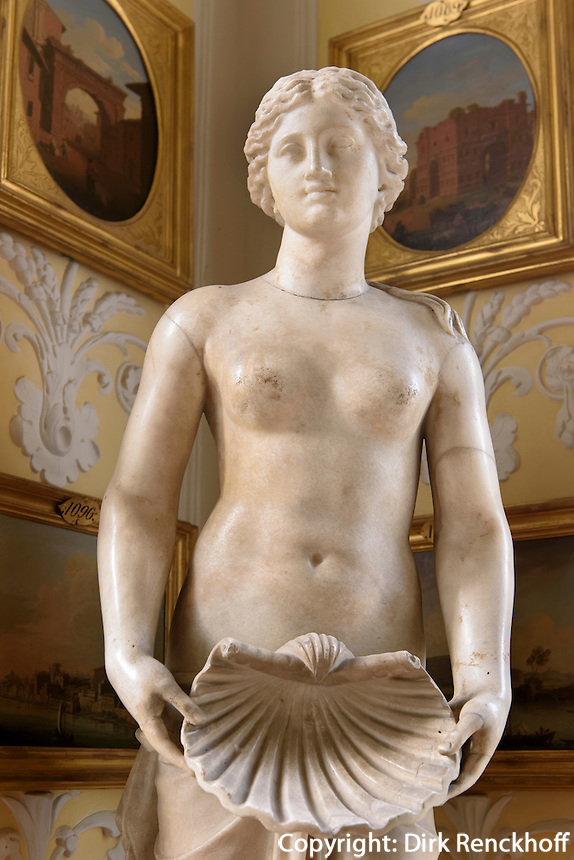 Venus-Statue im W&ouml;rlitzer Schloss , Parkanlage W&ouml;rlitzer Garten, Sachsen-Anhalt, Deutschland, Europa, UNESCO-Weltkuturerbe<br /> Statue of Venus in W&ouml;rlitz Palace, W&ouml;rlitz Gardens, Saxony-Anhalt, Germany, Europe, UNESCO-World Heritage