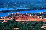 Porto Trombetas, extração de bauxita. Pará. 2002. Foto de Renata Mello.