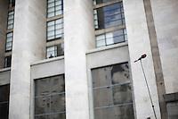 Milano: media davanti al tribunale di Milano durante l'udienza per il processo Mills