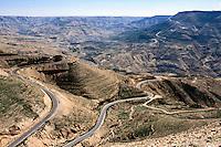 Jordan. Between Karak and Tafila. Old Kings road. A truck takes a sharp turn driving uphill on the mountainous road. © 2002 Didier Ruef