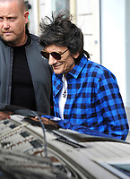 October 18 2017, PARIS FRANCE Ron Wood<br /> Guitarist of the Rolling Stones goes shopping<br /> on avenue Montaigne. # LES ROLLING STONES FONT DU SHOPPING A PARIS