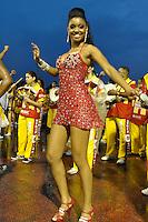 SÃO PAULO, SP, 15 DE JANEIRO DE 2012 - ENSAIO TÉCNICO TOM MAIOR - Pamela Gomes durante ensaio técnico da Escola de Samba Tom Maior na praparação para o Carnaval 2012. O ensaio foi realizado na noite deste domingo debaixo de muita chuva no Sambódromo do Anhembi, zona norte da cidade. FOTO: LEVI BIANCO - NEWS FREE
