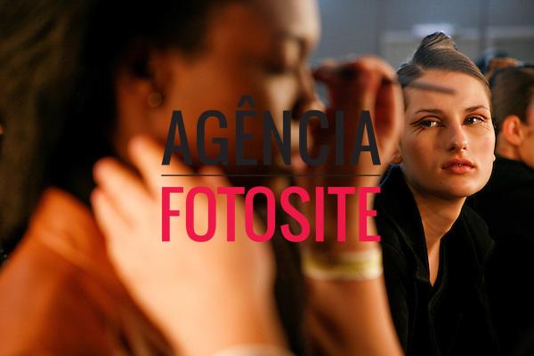 São Paulo, Brasil – 14/06/2010 - Backstage da grife Andre Lima durante o São Paulo Fashion Week  -  Verao 2011. Foto : Rafael Canas / Ag. Fotosite