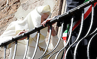 Papa Benedetto XVI sul balcone del Campidoglio, Roma, 9 marzo 2009..Pope Benedict XVI stands on the Campidoglio City Hall's balcony in Rome, 9 march 2009..UPDATE IMAGES PRESS/Riccardo De Luca