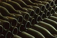 Europe/France/Champagne-Ardenne/51/Marne/Hautvillers: Musée Dom Perignon / Moet à l' église Abbatiale  , ou le  moine Dom Perignon decouvrit  l'élaboration du champagne- -  Anciennes bouteilles de Champagne entreillées