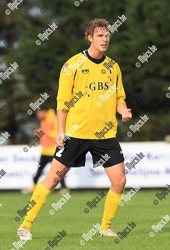 2010-10-17 / Voetbal / seizoen 2010-2011 / KFC Katelijne - Berchem Sport / Senne Willems..Foto: Mpics
