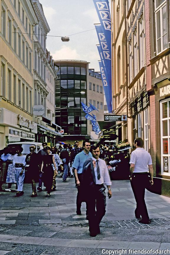 Braunschweig: Schuhstrasse--narrow street, lots of walkers. Photo '87.