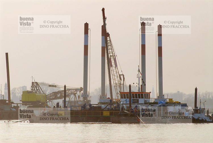 - Venezia, Bocche di Malamocco, uno dei cantieri del MOSE (Modulo Sperimentale Elettromeccanico), opera di ingegneria idraulica per proteggere la laguna di Venezia dalle maree....- Venice, Mouths of Malamocco, one of the yards of the MOSE (Electromechanical Experimental Module), work of hydraulic engineering in order protect the lagoon of Venice from the tides..