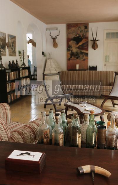 """Cuba/Env La Havane/San Francisco de Paula: Salon de la """"Finca Vigia"""" ferme de la vigie maison de l'écrivain Ernest Hemingway"""