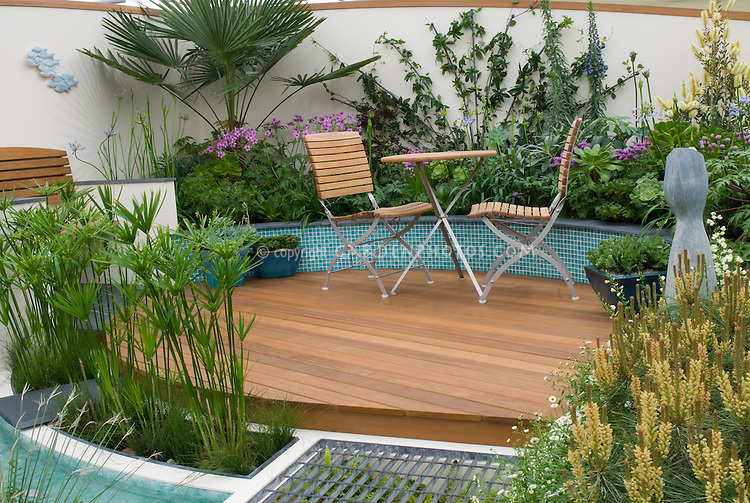Circular raised patio and plantings plant flower stock for Circular garden decking