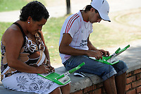 URUGUAY Montevideo, OLPC One Laptop per Child project, the 100 Dollar laptop initiative of Nicholas Negroponte, is implemented in Uruguay for children at all schools under Plan Ceibal, laptops also have access to the internet, parents with laptops in suburb La Bolyada / URUGUAY Montevideo, fuer alle Kinder an  staatlichen Schulen Uruguays ist das OLPC one laptop per child Programm als Bildungsinitiative Plan Ceibal umgesetzt , jedes Kind bekommt einen 100 Dollar Laptop XO-1 und Zugang zum W-lan Netz der Schule, Eltern mit laptop