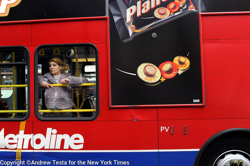 UK. London. 1st April 2009.. a woman watches the demonstrations from a passing bus.©Andrew Testa for the New York times