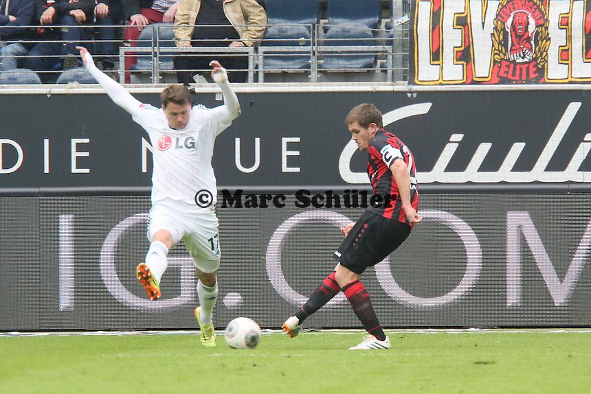 Sebastian Jung (Eintracht) gegen Sebastian Boenisch (Bayer) - Eintracht Frankfurt vs. Bayer Leverkusen, Commerzbank Arena