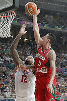 USA's DeMarcus Cousins (l) and Mexico's Marco Ramos during 2014 FIBA Basketball World Cup Round of 16 match.September 6,2014.(ALTERPHOTOS/Acero)