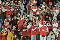BOGOTÁ -COLOMBIA, 27-03-2016. Hinchas de Santa Fe animan a su equipo durante partido aplazado entre Independiente Santa Fe y Atlético Huila por la fecha 8 de la Liga Aguila I 2016 jugado en el estadio Nemesio Camacho El Campin de la ciudad de Bogota. / Fans of Santa Fe cheer for their team during postponed match between Independiente Santa Fe and Atletico Huila for the date 8 of the Liga Aguila I 2016 played at the Nemesio Camacho El Campin Stadium in Bogota city. Photo: VizzorImage/ Gabriel Aponte / Staff