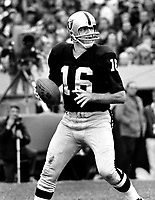 Oakland Raider QB George Blanda..(1975 photo/Ron Riesterer)