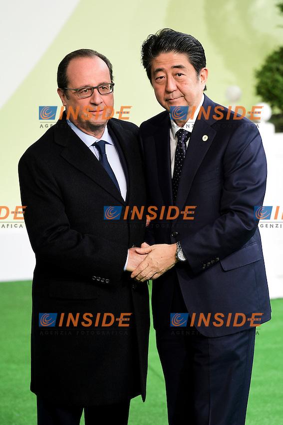 Francois Hollande Presidente Francia e Shinzo Abe Premier Giappone<br /> Parigi 30-11-2015 <br /> COP21 Conferenza sui cambiamenti Climatici Paris Climate Conference <br /> Foto JB Autissier Panoramic / Insidefoto
