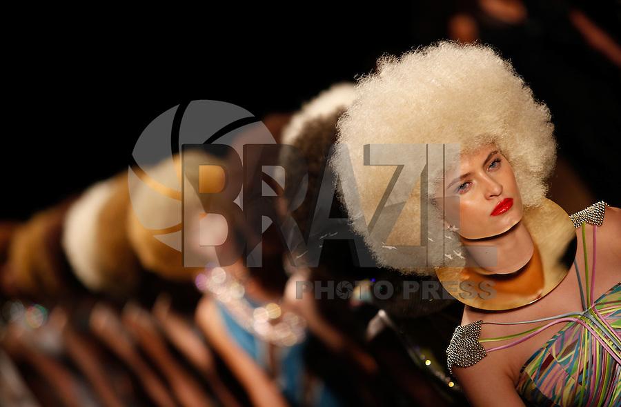 SAO PAULO, SP, 11 JUNHO 2012 - SPFW DESFILE GRIFE FAUSE HATEN - Desfile da grife FH por Fause Haten durante a 33ª edição do São Paulo Fashion Week Verão 2013, nesta segunda-feira, 11. (FOTO: VANESSA CARVALHO / BRAZIL PHOTO PRESS).