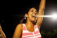 Cuba, Santa Clara, piazza della Rivoluzione, festa per l'87° compleanno di Fidel Castro 13 agosto 2013 , giovani ascoltano un concerto