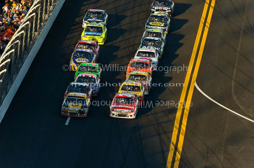 Eventual winner Trevor Bayne (#21) paces the field to a late restart next to drafting partner David Ragan (#6).
