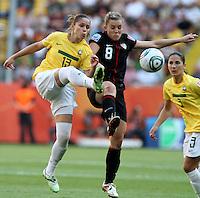 Dresden , 100711 , FIFA / Frauen Weltmeisterschaft 2011 / Womens Worldcup 2011 , Viertelfinale ,  .Brasilien (BRA) gegen USA  .Erika (BRA) gegen Amy Rodriguez (USA)  .Foto:Karina Hessland .
