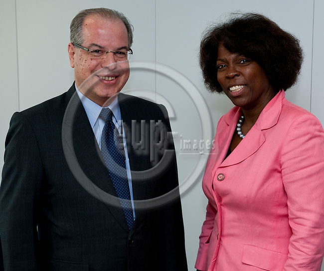 Brussels-Belgium, May 11, 2012 -- Ertharin COUSIN (ri), Executive Director of the United Nations World Food Programme (WFP - PAM), meets with Ricardo NEIVA TAVARES (le), Brazilian Ambassador to the EU -- Photo: Horst Wagner / eup-images