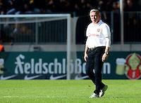 Fussball, 2. Bundesliga, Saison 2013/14, 34. Spieltag, Armina Bielefeld, Sonntag (11.05.14), Dresden, Gluecksgas Stadion. Dresdens Trainer Olaf Janssen nach dem Abstieg.