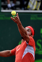BOGOTA - COLOMBIA -10 -11-2013: Victor Estrella, tenista de Republica Dominicana, se prepara para servir durante partido de la final del Seguros Bolivar Open en el Club Campestre el Rancho de la ciudad de Bogota. / Victor Estrella, Republica Dominicana, tennis player during prepares to serve during a match for the finals of the Seguros Bolivar Open in the Club Campestre El Rancho in Bogota city. Photo: VizzorImage  / Luis Ramirez / Staff.