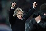 Nederland, Alkmaar, 29 maart 2012.Europa League.Seizoen 2011-2012.AZ-Valencia (2-1).Gertjan Verbeek, trainer-coach van AZ, steekt zijn armen in de lucht na  afloop van de wedstrijd