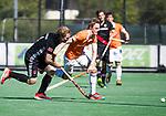 BLOEMENDAAL   - Hockey -  2e wedstrijd halve finale Play Offs heren. Bloemendaal-Amsterdam (2-2) . A'dam wint shoot outs. Tim Jenniskens (Bldaal) met links Klaas Vermeulen (A'dam)  COPYRIGHT KOEN SUYK