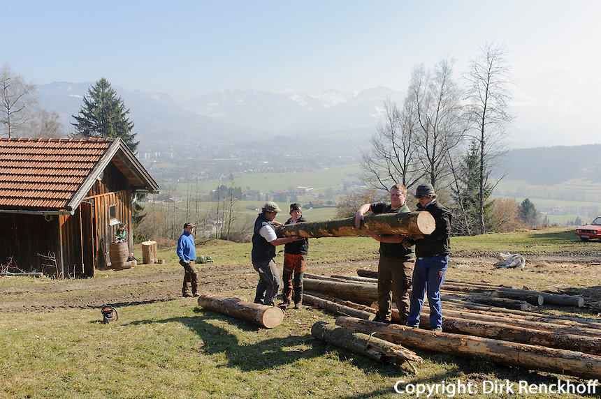 Aufbau eines Funken (Funkenfeuer) bei Ofterschwang im Allg&auml;u, Bayern, Deutschland<br /> Preparing of a Funken (Fire) near Ofterschwang, Allg&auml;u, Bavaria, Germany