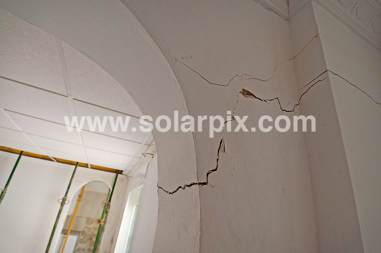 **ALL ROUND EXCLUSIVE PICTURES FROM SOLARPIX.COM**.**WORLDWIDE SYNDICATION RIGHTS**.Barrie and Janet Waterfall moved to Spain 9 years ago, but their dreams of a happy retirement have been shattered and their 12-year-old marriage pushed to breaking point, all because of a bitter dispute with their buildings insurer, Axa Spain. Xativa near Valencia in Spain. 18 November 2009..This pic: Interior view of Barrie Waterfall's subsiding property in the town of Xativa...JOB REF: 10287          BHY/SH        DATE: 18_11_2009.**MUST CREDIT SOLARPIX.COM OR DOUBLE FEE WILL BE CHARGED**.**MUST NOTIFY SOLARPIX OF ONLINE USAGE**.**CALL US ON: +34 952 811 768 or LOW RATE FROM UK 0844 617 7637**