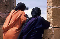 Afrique/Maghreb/Maroc/Essaouira : Sur les remparts vers la Skala de la ville