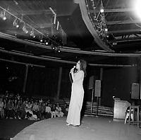 La chanteuse marocaine Frida Boccara a Quebec, le 1er mars 1971<br /> <br /> PHOTO :  Agence Quebec Presse - Roland Lachance
