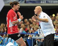 Handball 1. Bundesliga Frauen 2013/14 - Handballclub Leipzig (HCL) gegen Thüringer HC (THC) am 30.10.2013 in Leipzig (Sachsen). <br /> IM BILD: THC Trainer Herbert Müller und Franziska Mietzner <br /> Foto: Christian Nitsche / aif / aif