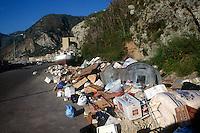 Degrado ambientale. Environmental degradation.Rifiuti abbandonati nell'ambiente.Abandoned waste into the environment.Discarica abusiva.Unauthorized rubbish dump.....