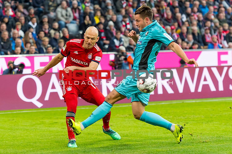 03.11.2018, Allianz Arena, Muenchen, GER, 1.FBL,  FC Bayern Muenchen vs. SC Freiburg, DFL regulations prohibit any use of photographs as image sequences and/or quasi-video, im Bild Arjen Robben (FCB #10) im kampf mit Christian Guenter (Freiburg #30) <br /> <br />  Foto © nordphoto / Straubmeier