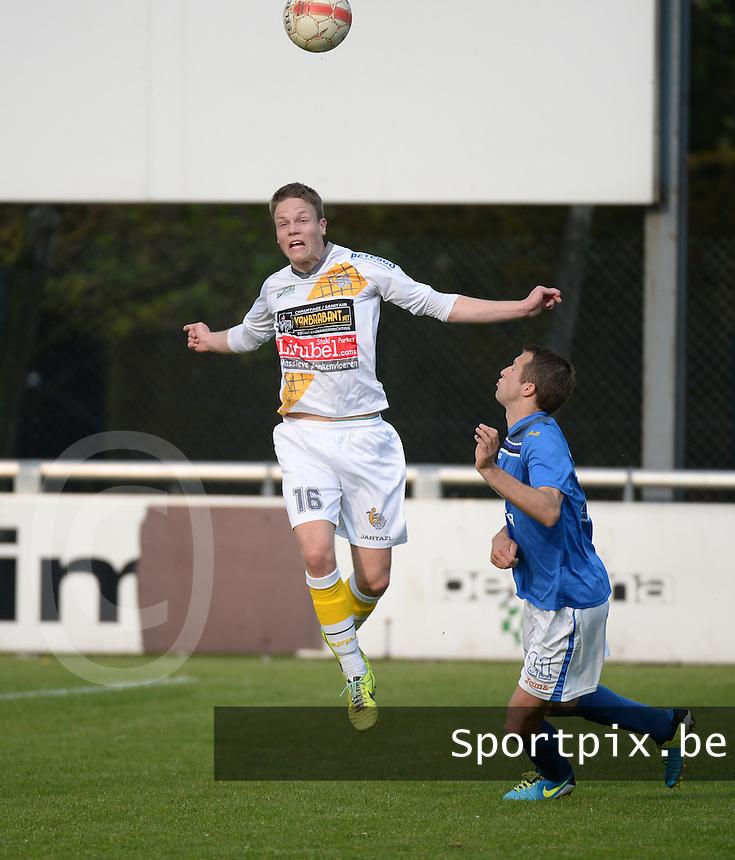 Finale Beker van West-Vlaanderen - SC Wielsbeke - SV De Ruiter : Jens Decoster kopt de bal weg voor Harold Cool (rechts) <br /> foto VDB / BART VANDENBROUCKE