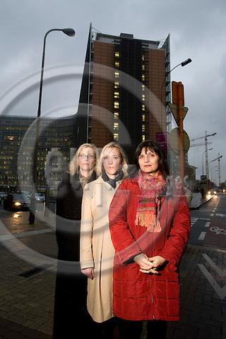 BRUSSELS - BELGIUM - 27 NOVEMBER 2007 -- SPECIAL BERLINGSKE NYHEDSMAGASIN -- Fra hoejre Laila KJELDSEN, Partner i Avisa, Anne Marie DAMGAARD, EU-chef Dansk Erhverv og Stina SOEWARTA, medlem af EU Kommissaer Andris PIEBALGS kabinet, er alle tre med i et netvaerk for danske kvinder i Bruxelles.  Photo: Erik Luntang/EUP-IMAGES