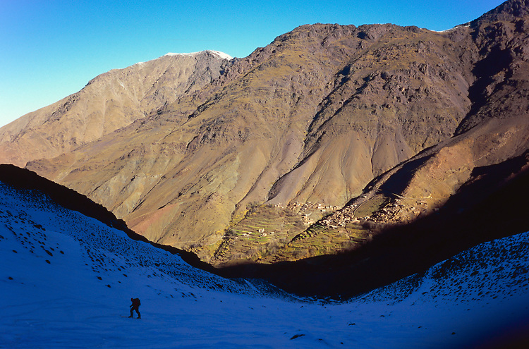 Ski ascent of Tizi Likemt (3600), High Atlas, Morocco, 2017