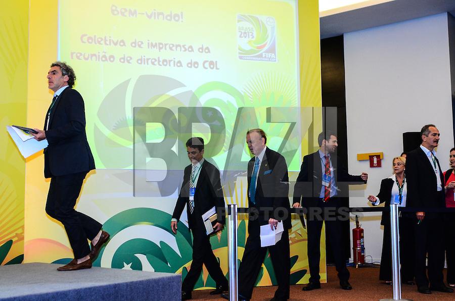 ATENCAO EDITOR: FOTO EMBARGADA PARA VEICULOS INTERNACIONAIS-RIO DE JANEIRO, RJ, 18 OUTUBRO 2012-FIFA-COLETIVA DE IMPRENSA- Bebeto, membro do Conselho de Administracao do COL, Walter de Gregorio, diretor de comunicacao da FIFA, o presidente do COL, José Maria Marin, e o ministro do Esporte, Aldo Rebelo coletiva de imprensa apos a runiao do Comitê Organizador Local (COL) da Copa do Mundo da FIFA 2014, na tarde desta quinta feira 18 de outubro, na Barra da Tijuca, zona oeste do Rio de Janeiro.(FOTO:MARCELO FONSECA/ BRAZIL PHOTO PRESS).