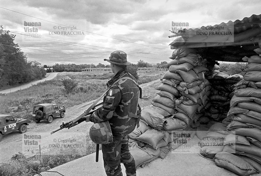 - Kosovo, Italian soldiers garrison the Serbian enclave  of Goradzevac<br /> <br /> - Kossovo, militari italiani presidiano l'enclave serba di Goradzevac