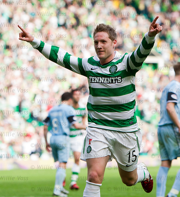 Kris Commons celebrates scoring the winning goal for Celtic