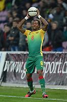 FUSSBALL   INTERNATIONAL   Testspiel    Albanien - Kamerun       14.11.2012 Gaetan Bong (Kamerun) beim Einwurf