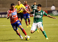 ESTADIO PALMASECA DE PALMIRA- 15 -09-2013. Sergio Ramos (Der) del Deportivo Cali disputa el balon contra Camilo Perez  (Der)  del  Deportivo Pasto , partido correspondiente a la novena fecha de La Liga Postobon segundo semestre jugado en el estadio Palmaseca de Palmira / Sergio Ramos (Der) of the Sports Cali disputes the ball against Camilo Perez (Der) of the Sports Pasture, party corresponding to the ninth date of The League Postobon the second semester played in the stadium Palmaseca de Palmira .Photo: VizzorImage /Juan Carlos Quintero / Stringer