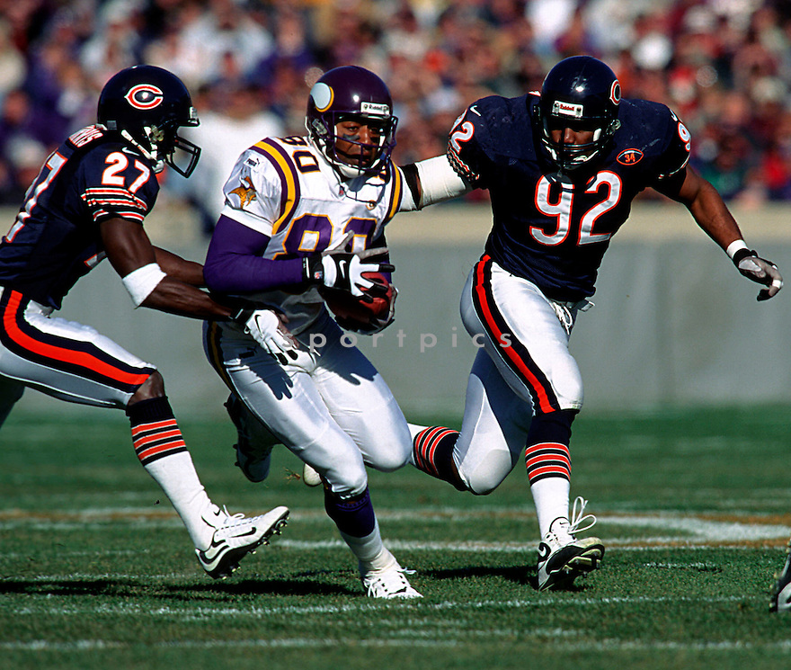 Minnesota Vikings, Cris Carter (80) in action against the Chicago Bears on October 15, 2000 at Solder Field in Chicago, IL.  The Vikings beat the Bears 28-16.
